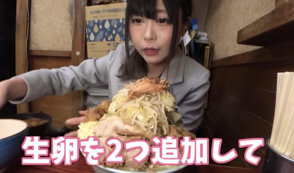 桜井日奈子は大食い動画を見ている
