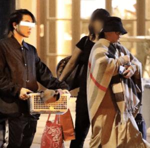 浜崎あゆみの服装はゆったりめ、お腹の大きい臨月の写真