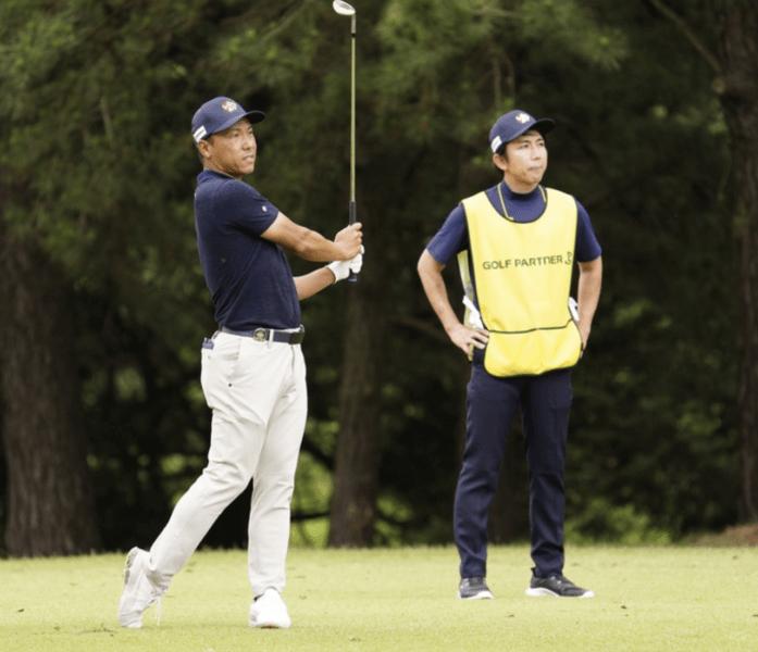 プロゴルファー内藤寛太郎のキャディを務める高木勇輔