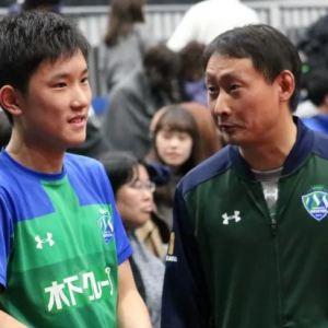 張本智和選手の父親