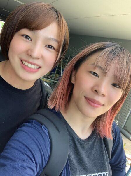 右が川井梨紗子さん