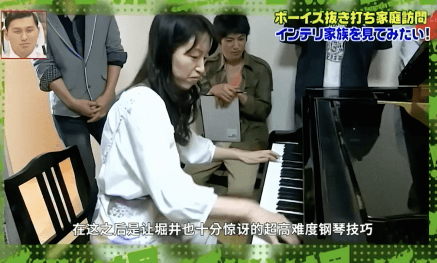 早苗さんはピアノ講師