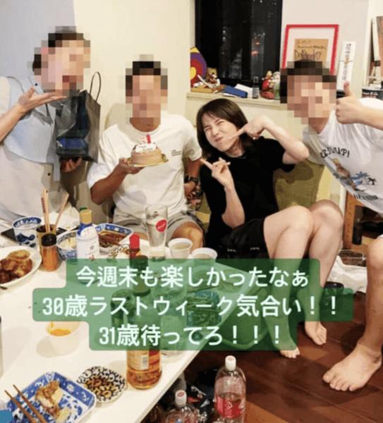 """弘中綾香アナの宅飲み""""密""""パーティの画像"""